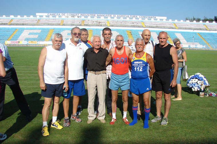 Cătălin Andreica, în stânga, la o întâlnire cu foști atleți, printre ei Mustață, Lupan, Floroiu, pe stadionul Farul Constanța