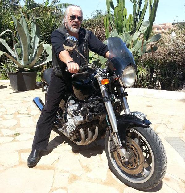 Nicu Covaci, pe motocicletă
