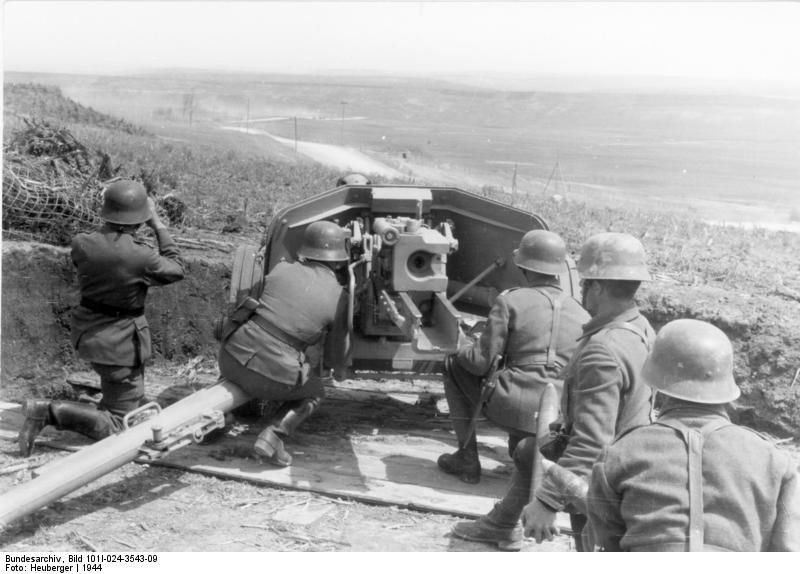 Artileriști români pe frontul de Est