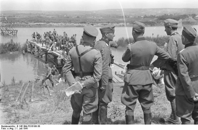 Armata română trecând Prutul, în 1941