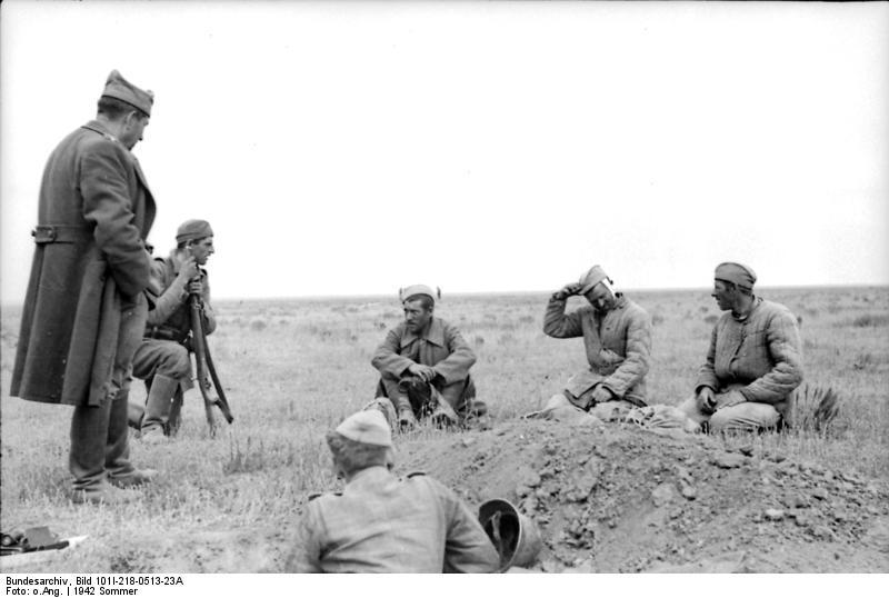 Români luând prizonieri soldați ruși