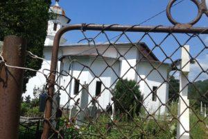Văratica, satul în care viața s-a retras să moară un pic
